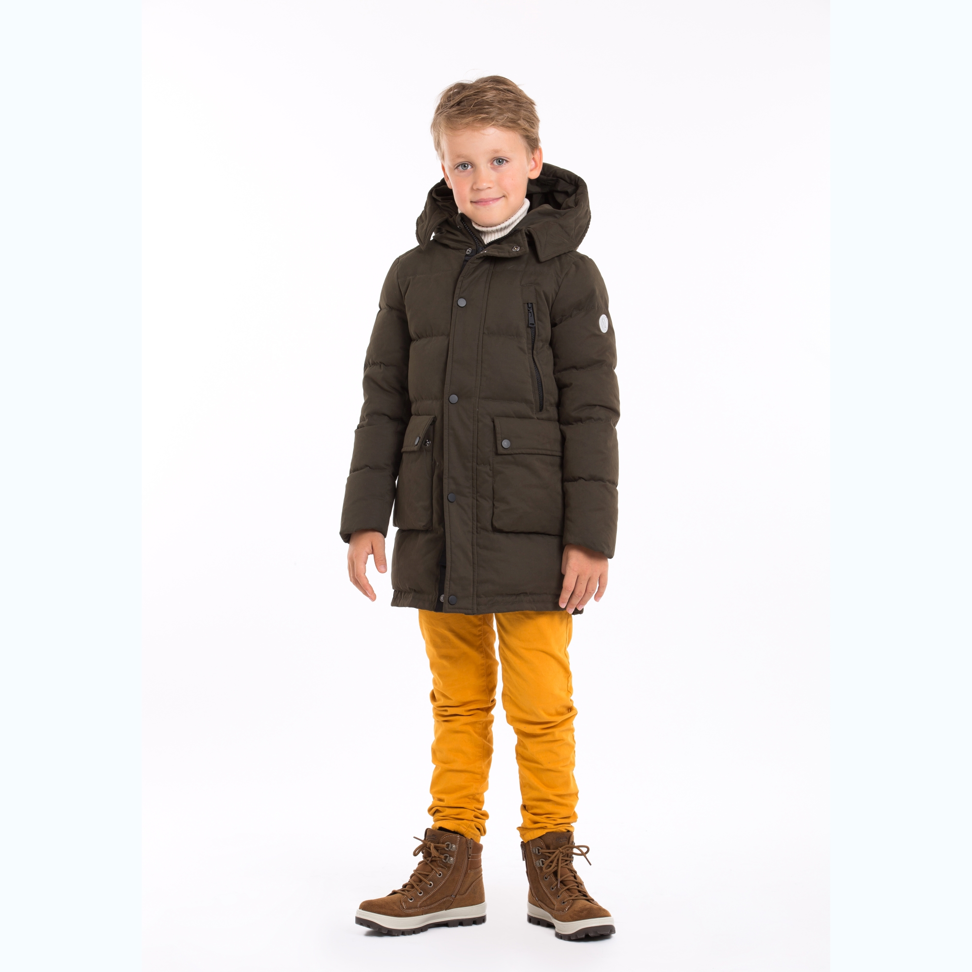 Pengu KIDS 90% down filling parka for boys and girls and as it is long and minimalistic, it suits to city or to the nature. Down parkas are very light to wear but then again very warm.